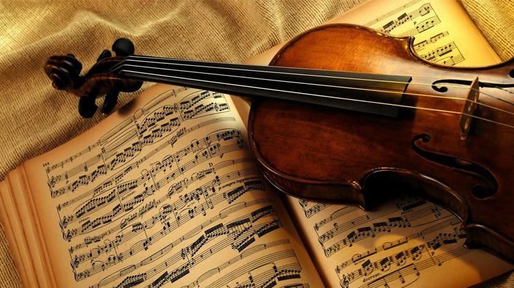 楽譜とバイオリン