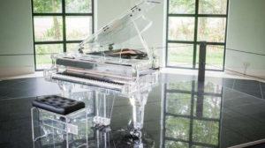 クリスタル製のピアノ