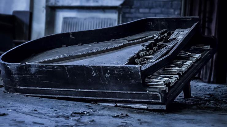 壊れたピアノ