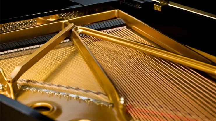 グランドピアノ 弦